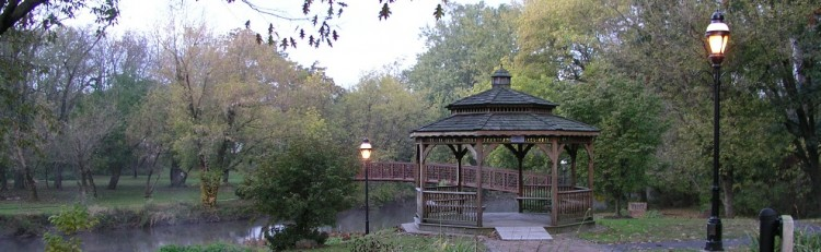 gazebo-and-bridge-narrow1-e1438366128343